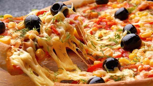 Pizza-cu-cascaval-1